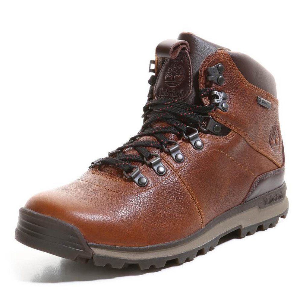 BootLegger's Footwear Centers always has one of New England's largest selections of athletic footwear, sandals, hiking boots, work boots, winterboots, dress shoes, casual shoes, slippers, clogs and more for the entire family.